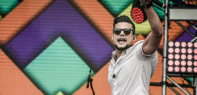 Israel Novaes se apresenta no Villa Mix Festival