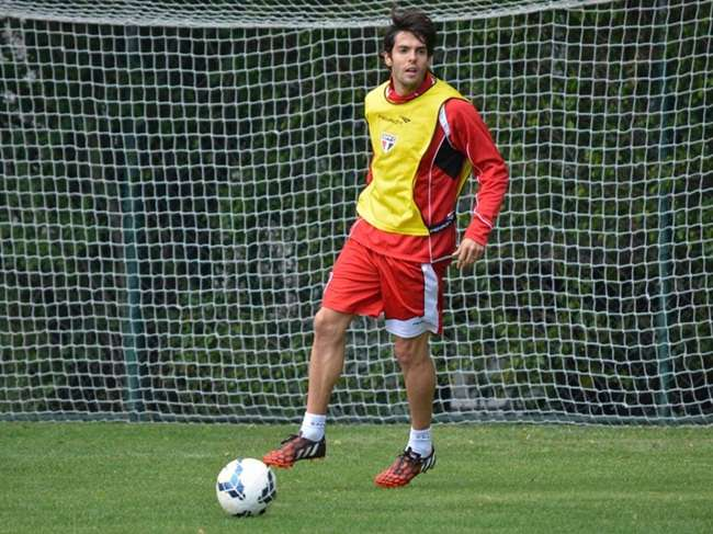 Kaká, Antonio Carlos e Osvaldo treinam e devem jogar no São Paulo