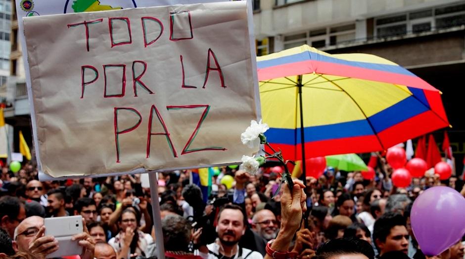 Colombianos decidem neste domingo se aceitam acordo de paz com as Farc