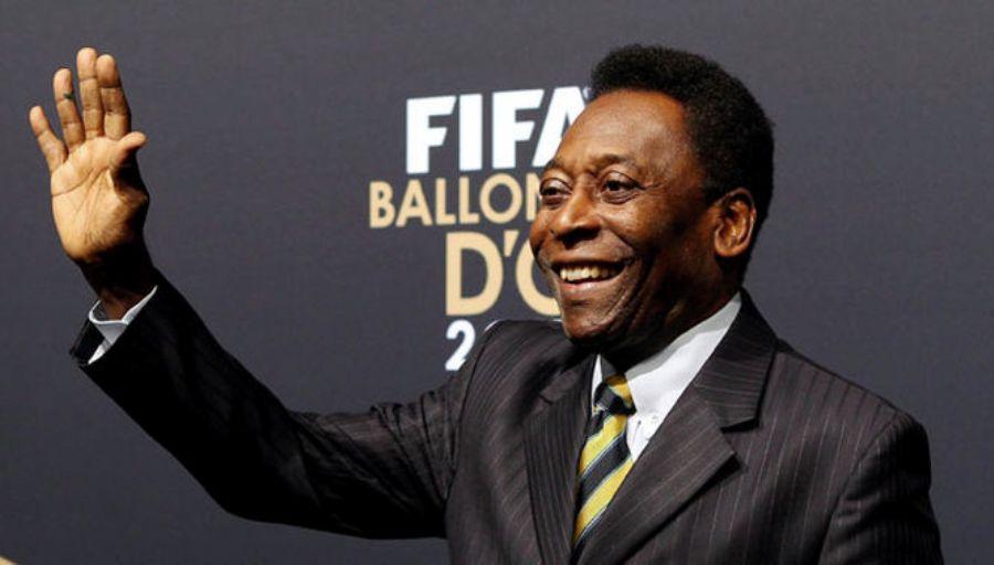 Pelé tem dificuldade para ficar de pé por causa de dores no quadril, diz jornal