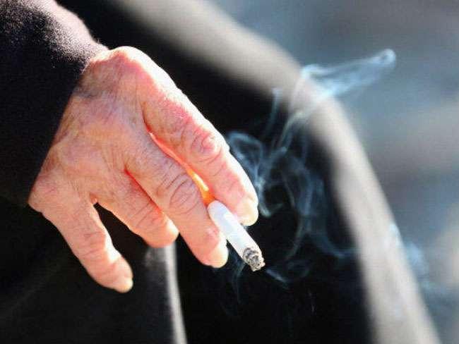 Maioria dos pacientes com câncer continua fumando