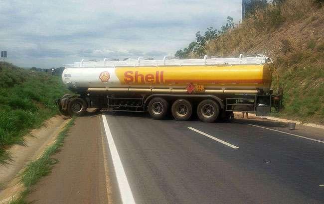 Acidente envolvendo veículos de cargas bloqueiam BR-060, sentido Anápolis/Goiânia