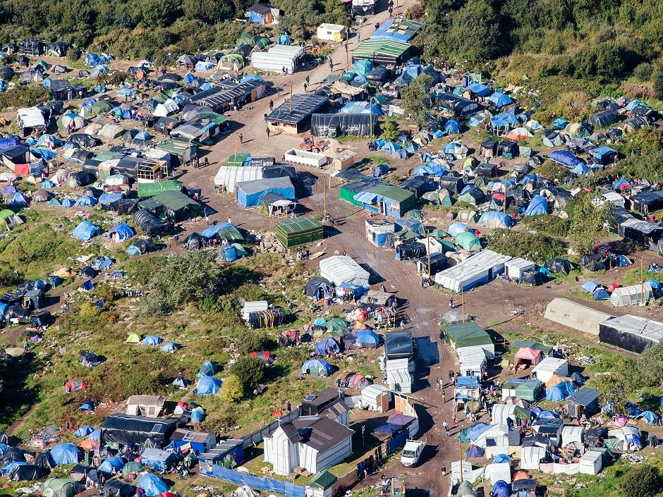 Reino Unido construirá muro em Calais para barrar imigrantes