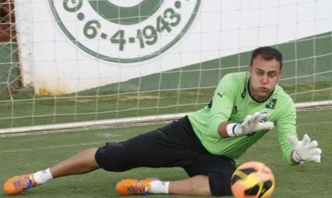 Sondado pelo São Paulo, Renan afirma que deseja ficar no Goiás