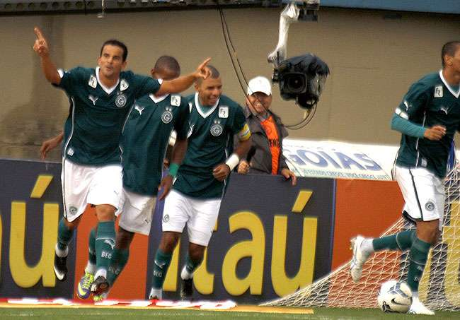 Goiás bate São Paulo, em estreia de Kaká, e se consolida em 7º