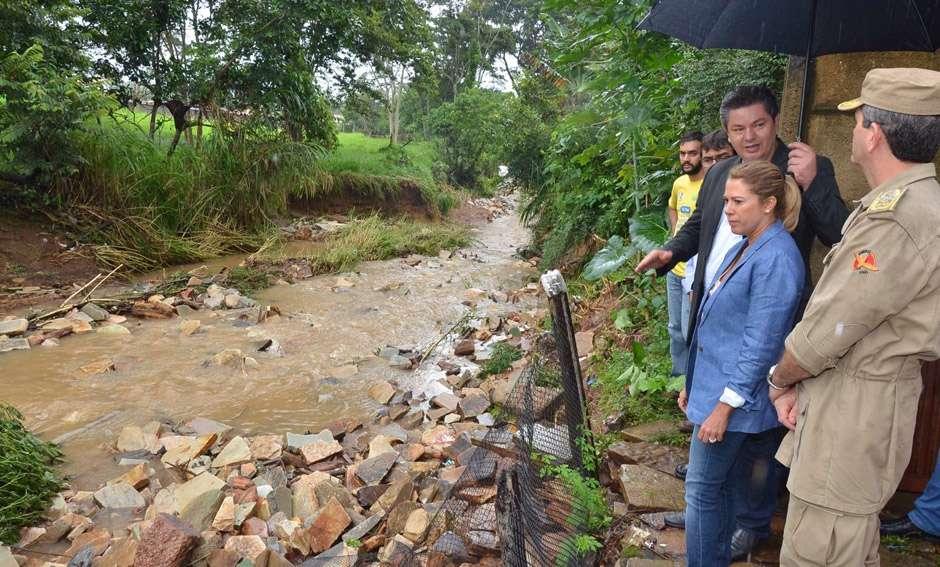 Em Pirenópolis, Valéria anuncia medidas para  combater estragos da enchente