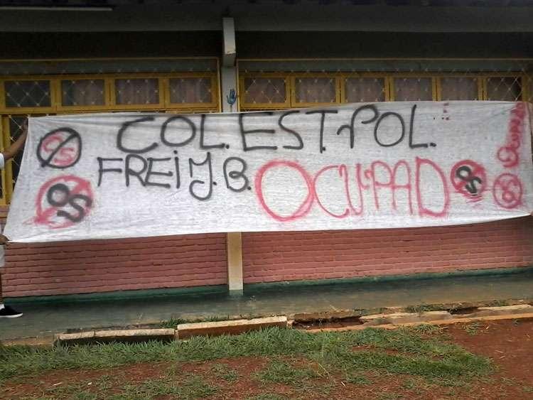 Justiça nega pedido do governo para reintegração de posse de escolas ocupadas