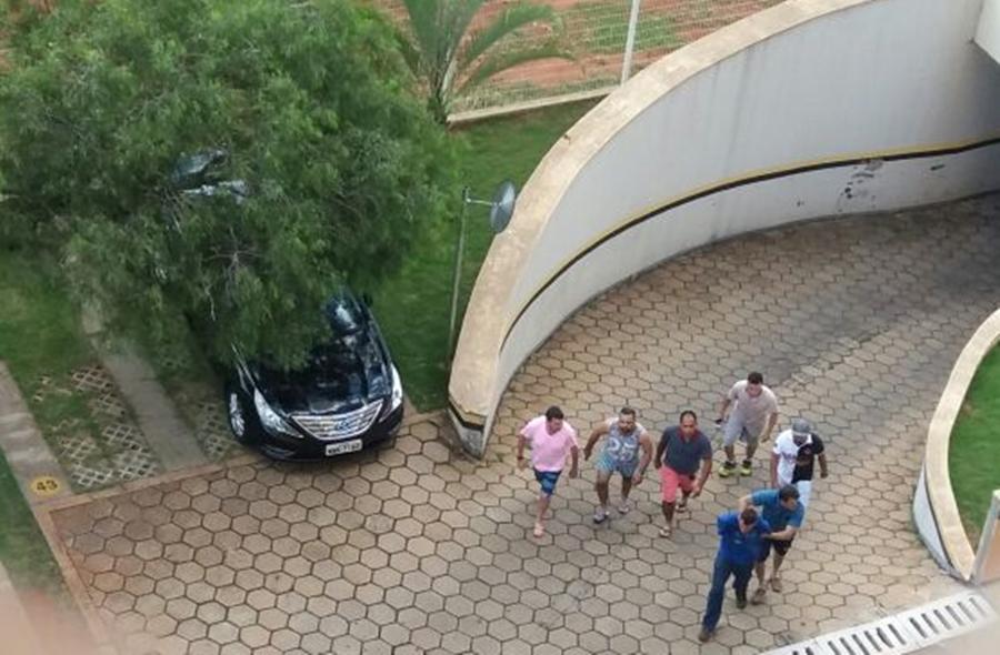 Após assalto, homem é pego por populares no Residencial Eldorado