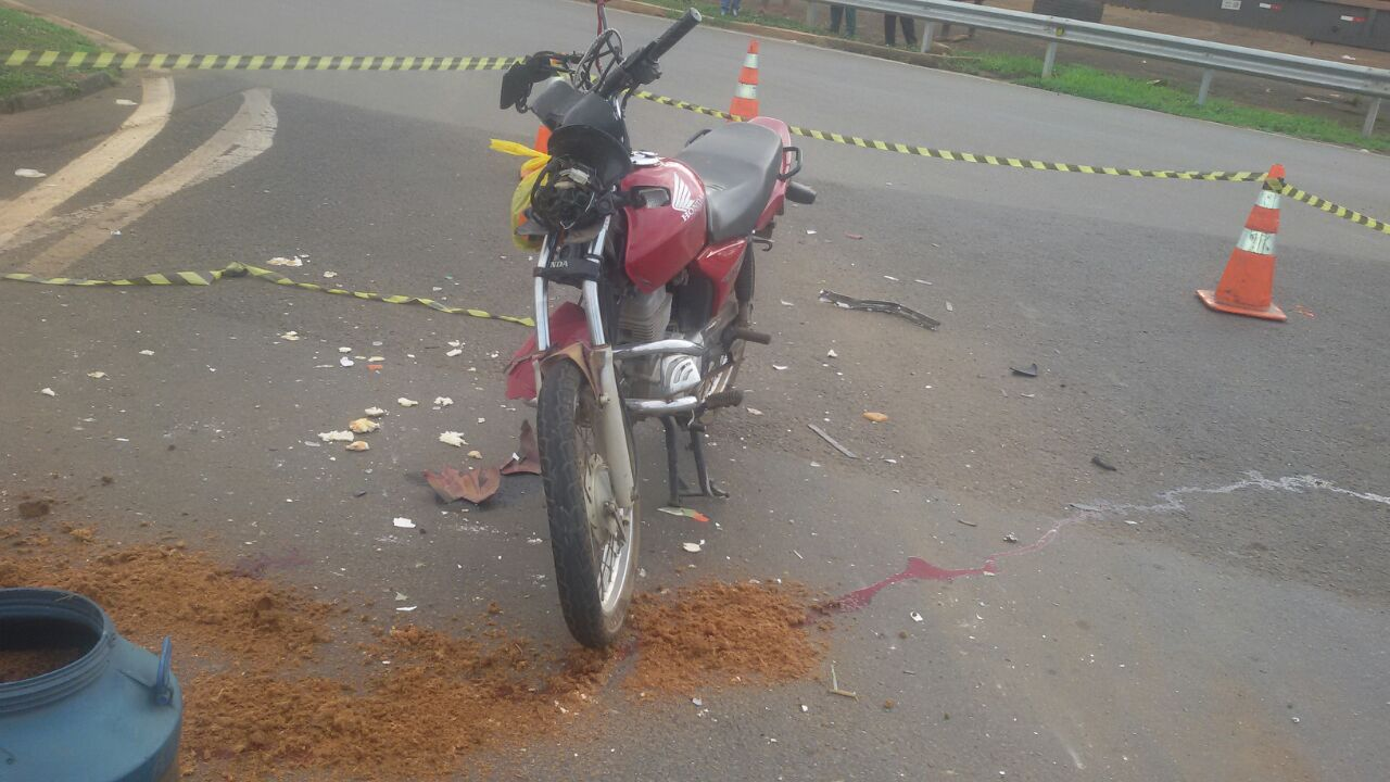 Idoso morre após colidir motocicleta com ônibus, em Catalão