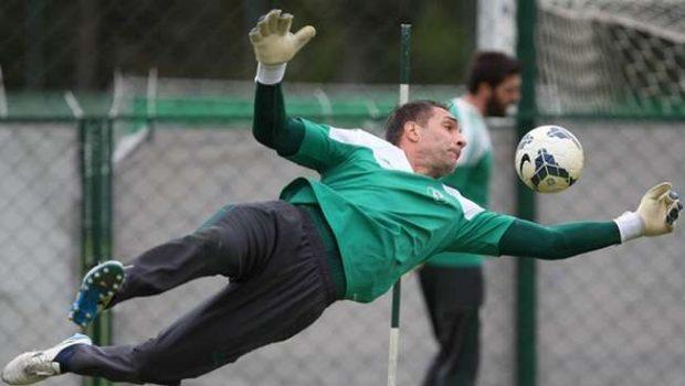 De volta, Prass treina como titular e reforça Palmeiras