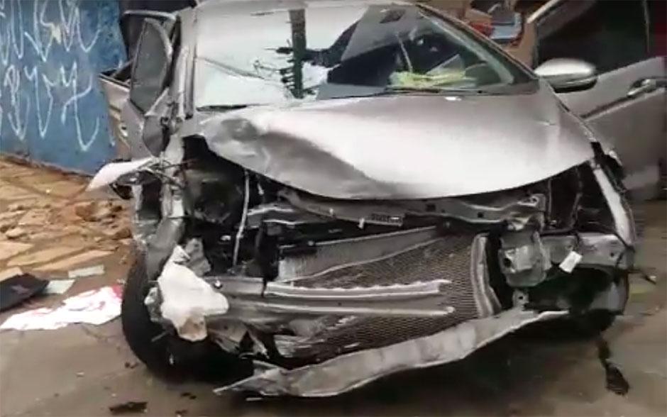 Perseguição policial termina em acidente na Avenida T-2