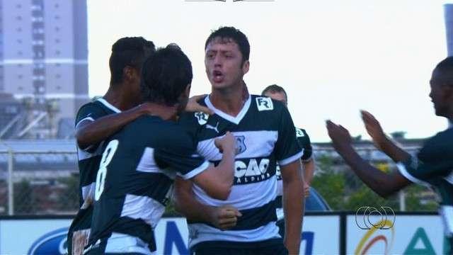 Fora de casa, Goiás vence Anapolina com dois gols no final