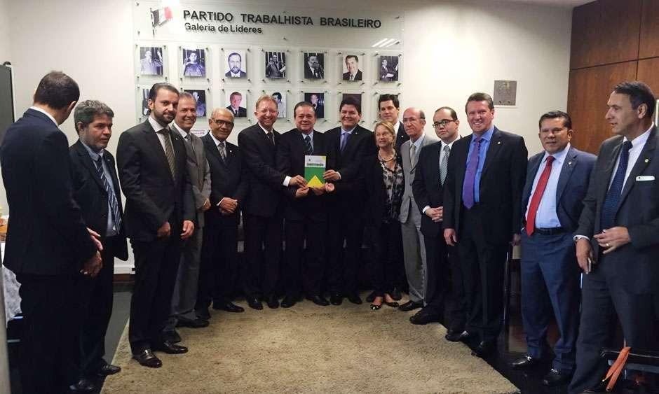 Bancada goiana visita Jovair Arantes e manifesta apoio ao relator do processo de impeachment