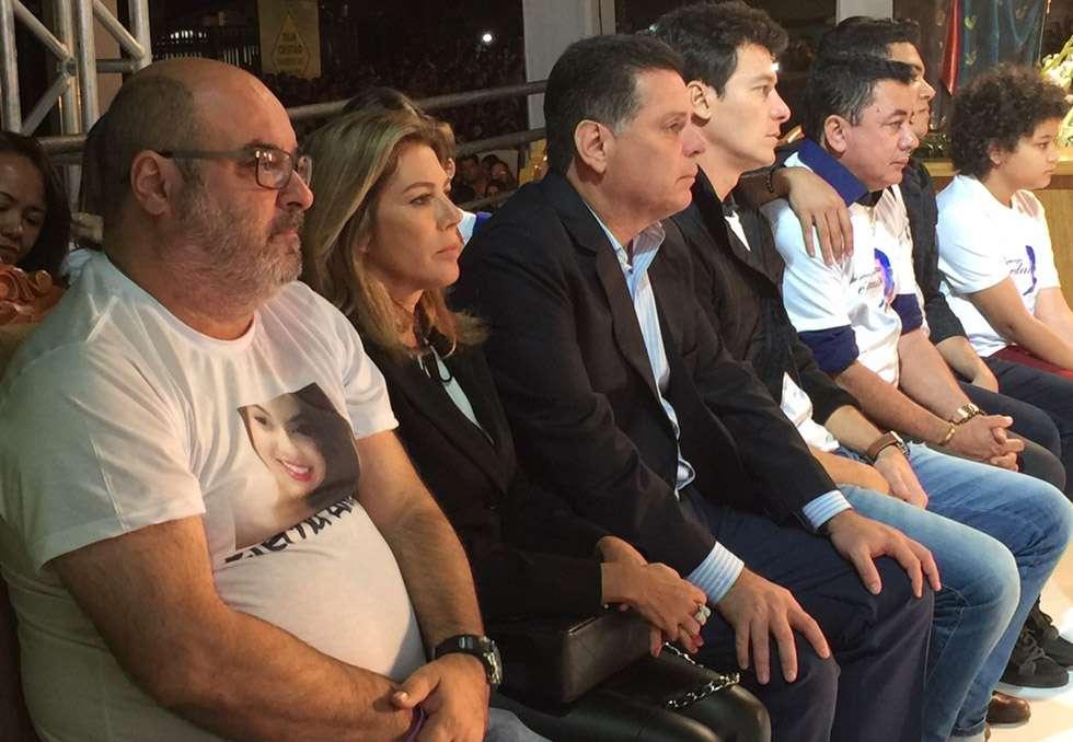 Marconi Perillo participa da missa de sétimo dia de Cristiano Araújo