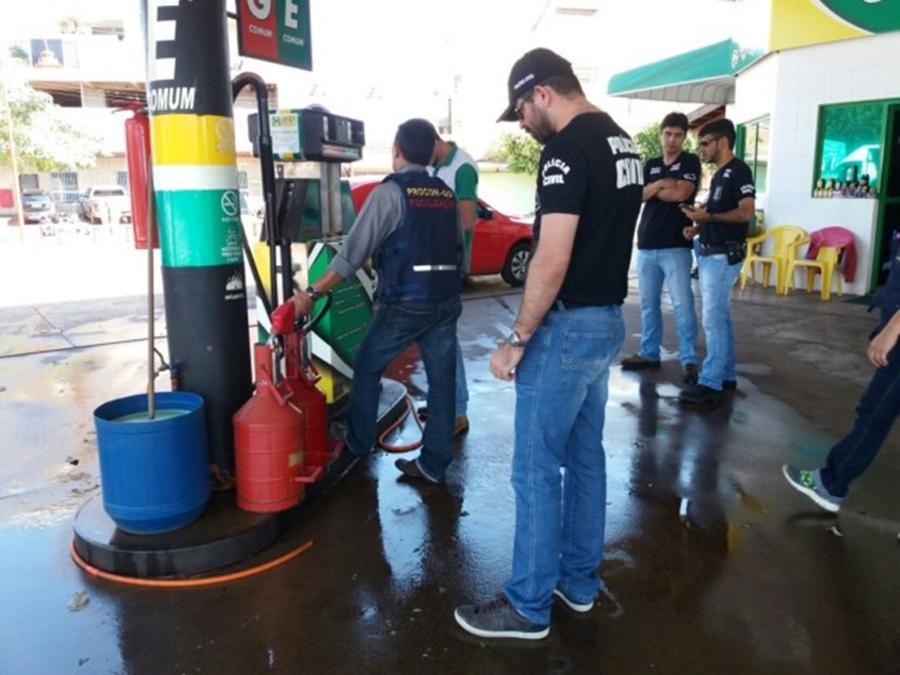 Decon e Procon comprovam fraude em sete postos de combustíveis em Goiânia