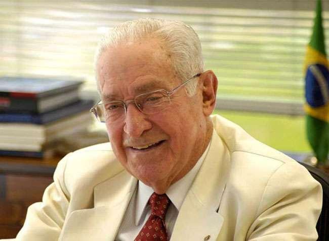 Empresário Norberto Odebrecht é enterrado na Bahia