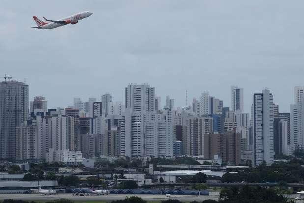 Aviões entram em rota de colisão e ficam a 60 metros um do outro durante voo