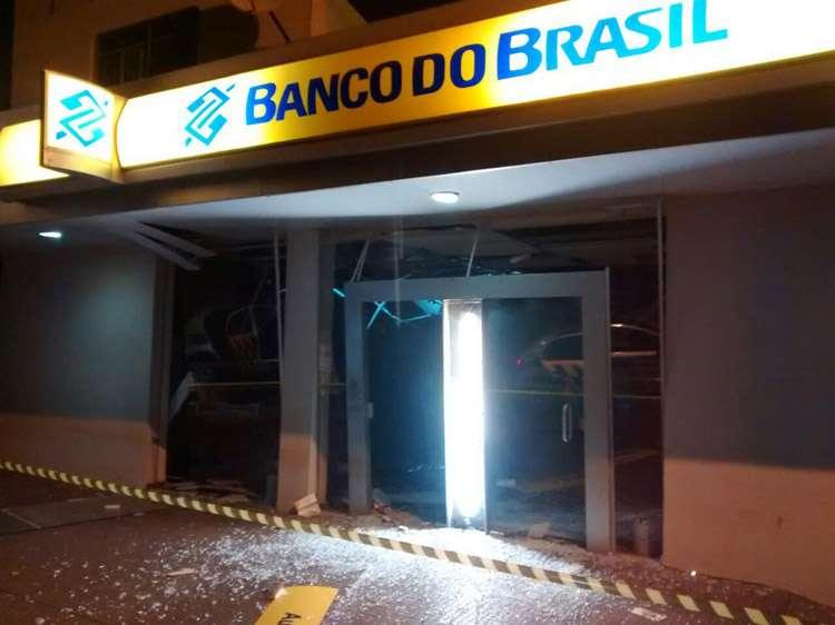 Bandidos explodem caixa eletrônico na cidade de Montes Claros de Goiás
