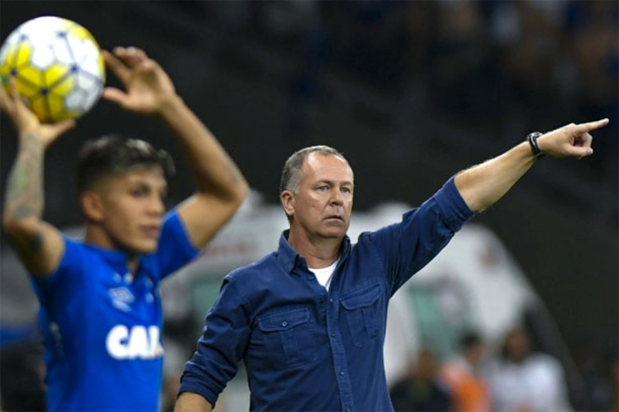 Mano absolve jogadores e culpa escolhas táticas por derrota do Cruzeiro