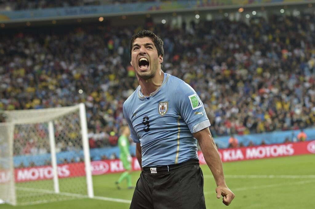 Suárez volta, marca dois, e Uruguai vence a Inglaterra