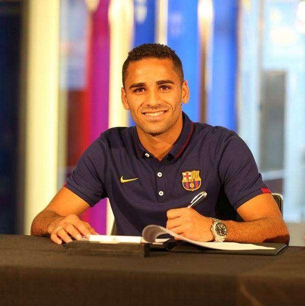 Douglas, formado pelo Goiás, revela inspiração em Daniel Alves no Barcelona