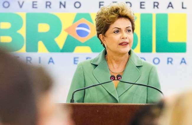 Dilma pede auxílio a governadores para país voltar a crescer