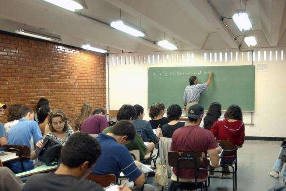 Mais de 551 mil estudantes fazem provas do Enade neste domingo