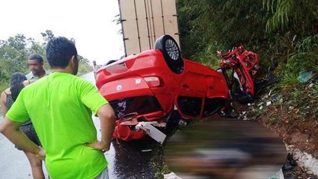 Mulher morre em colisão entre carro e caminhão na GO-330, próximo a Ipameri