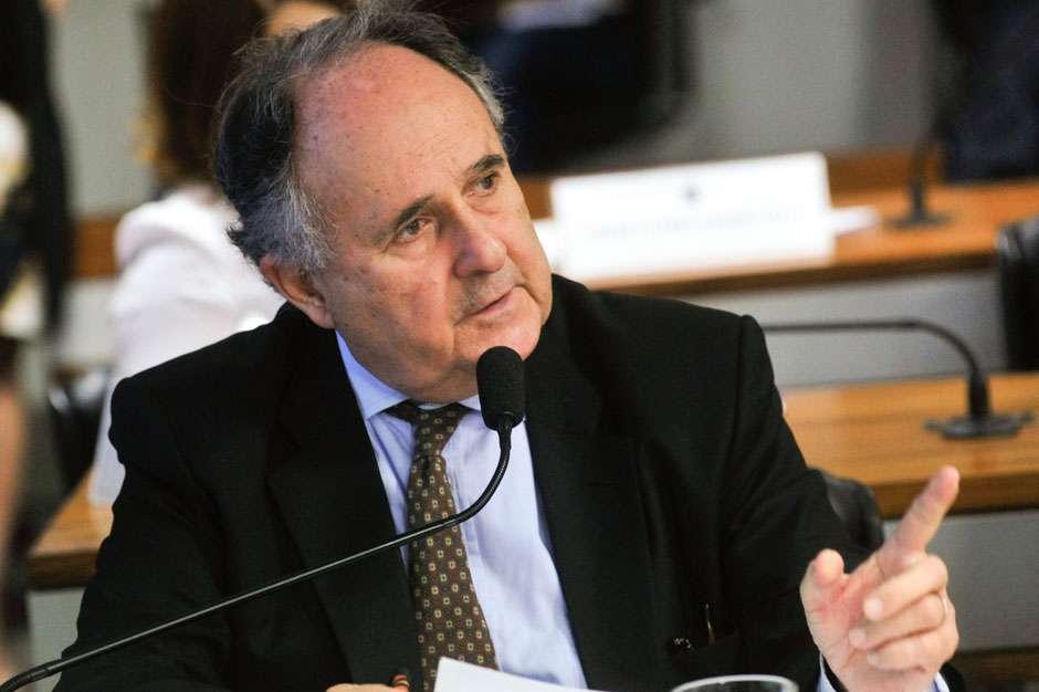Cristovam Buarque diz que votará pelo impeachment, mas não está na base de apoio a Temer