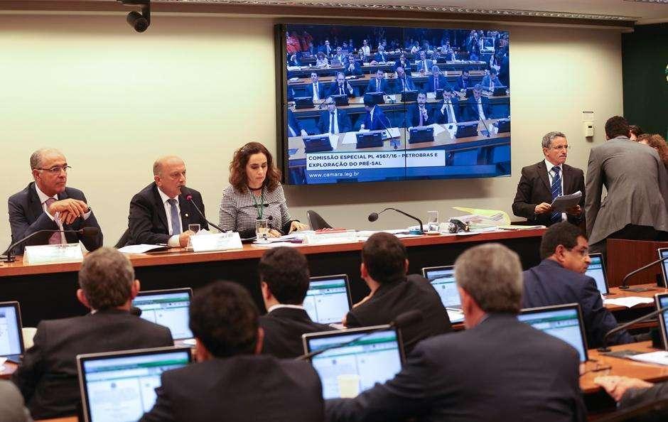 Comissão aprova projeto que altera regras para exploração e produção no pré-sal