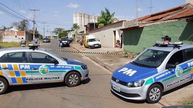 Homem é morto e outro é baleado na porta de casa no setor Faiçalville