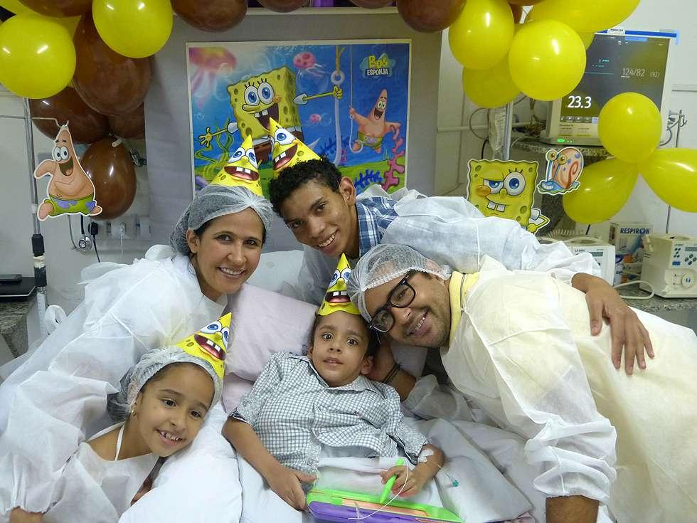 Gêmeo siamês Heitor Brandão ganha festa de aniversário