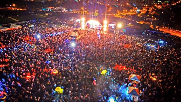 Público lota festa de Réveillon 2016 em Goiânia no Serra Dourada