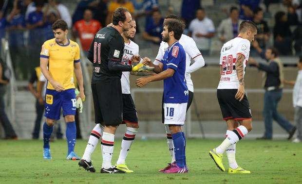 Cruzeiro vence São Paulo nos pênaltis e avança às quartas