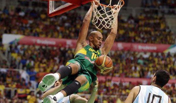 Em jogo nervoso, seleção de basquete derrota Argentina