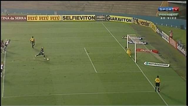 Atlético-GO se livra do rebaixamento com gol de goleiro e bate Oeste de virada