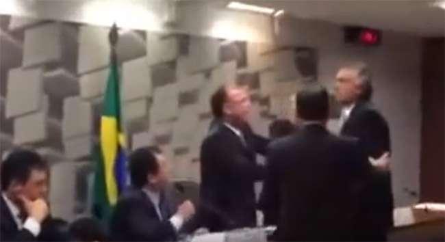 Ministro Eduardo Braga e senador Caiado discutem durante comissão