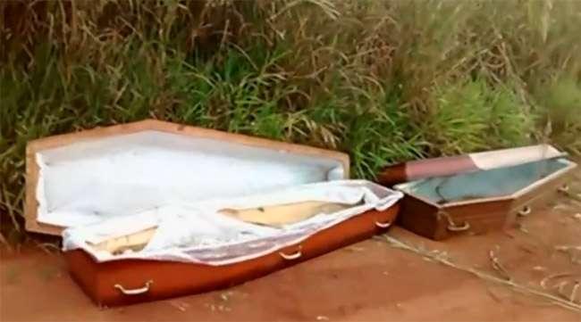 Caixões com marcas de sangue são encontrados em estrada de Cidade Ocidental
