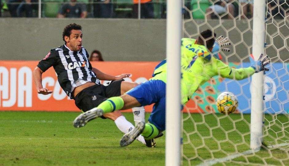 Fred marca em estreia pelo Atlético-MG, mas Cruzeiro vence clássico de virada