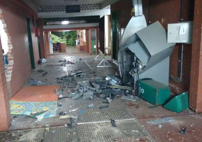 Bandidos explodem caixa eletrônico dentro da Secretaria Municipal de Educação de Goiânia