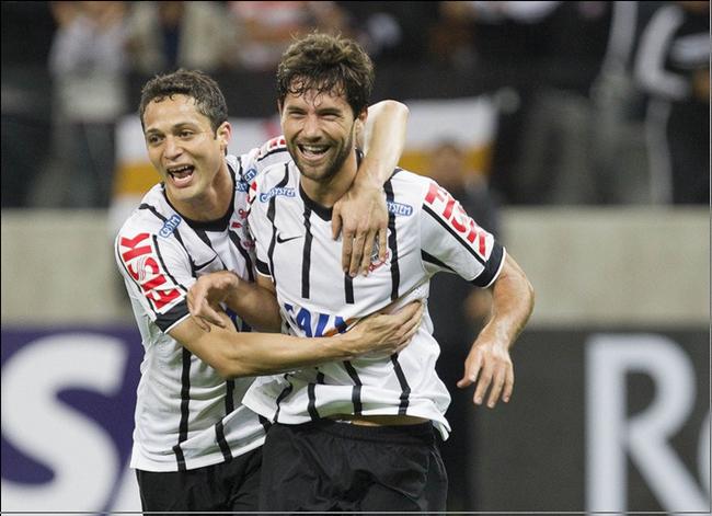 Renato Augusto comanda vitória e Corinthians avança