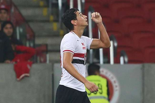 São Paulo vence fora e Inter perde chance de liderar
