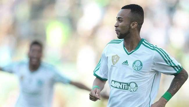 São Paulo acerta com Wesley e espera rival desistir