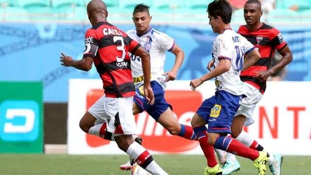 """Com time """"da base"""", Bahia vence Atlético-GO em Salvador"""