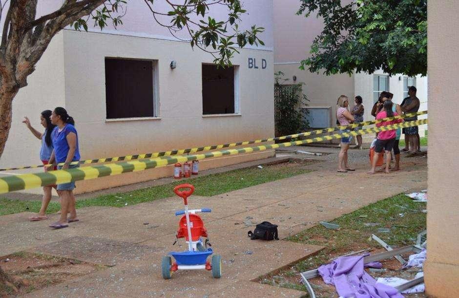 Durante impermeabilização, sofá explode e fere cinco no bairro Goiá