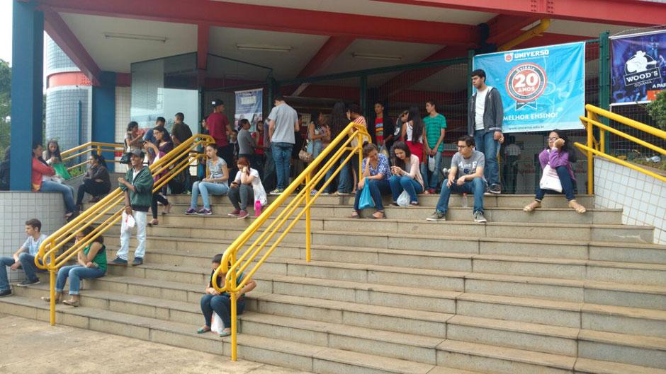 Estudantes fazem segundo dia de prova do Enem em Goiânia