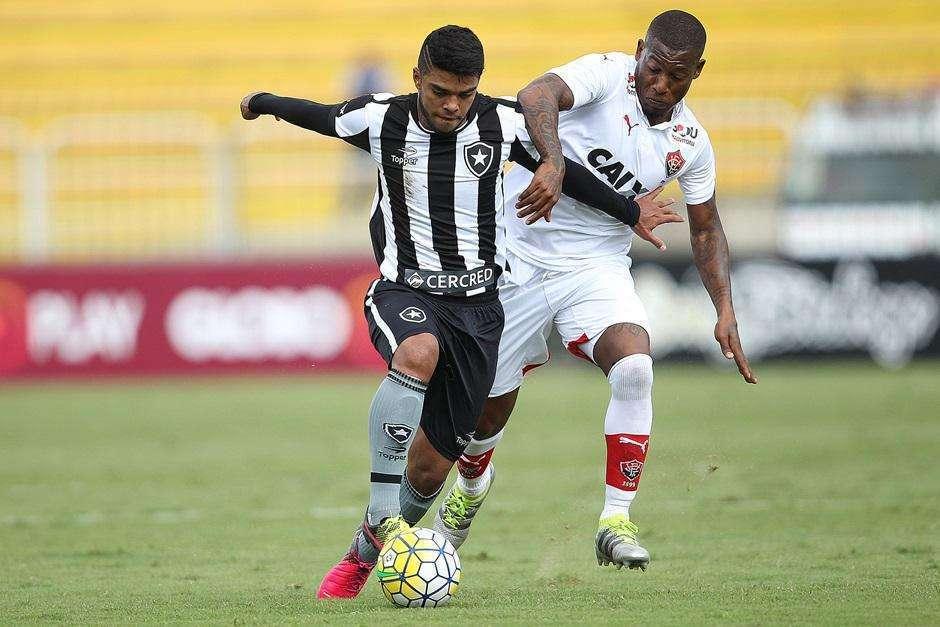 Com pior público do Brasileirão, Botafogo empata com Vitória e segue na lanterna