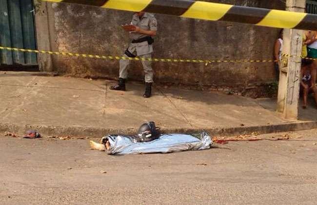 Jovem é morto a tiros no meio da rua no Setor Leste Universitário
