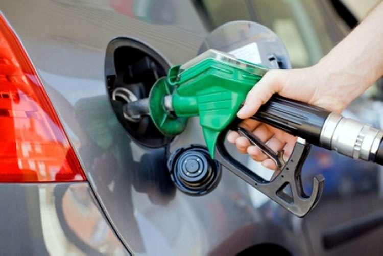 Discussão sobre corrupção na Petrobras adia decisão sobre aumento da gasolina