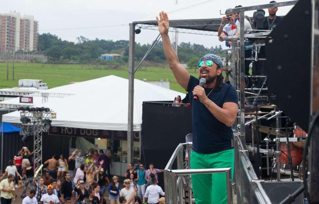 Bell Marques encerra o primeiro dia de shows do Caldas Country; veja fotos